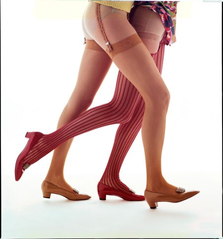 """Legs, legs,"" Josyane LeRoy and Margot McKendry, Round the Clock, c. 1964. For Altman, Stoller. Foto dal libro %22Mid-Century Fashion and Advertising Photography%22 by William Helburn"