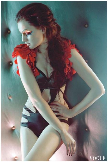 Guinevere van Seenus -Vogue 2010 Photo Javier Vallhonrat
