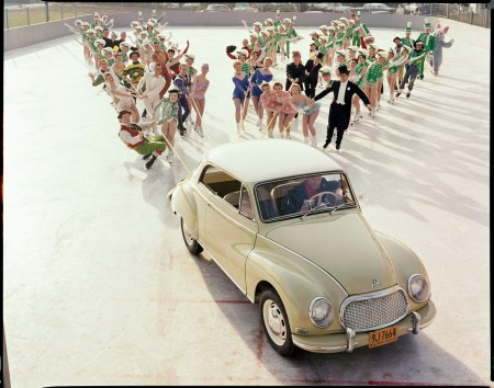 Ice Capades, Hershey Sports Arena, Pennsylvania, DKW Auto Union (later Audi), 1958. Foto dal libro %22Mid-Century Fashion and Advertising Photography%22 by William Helbur