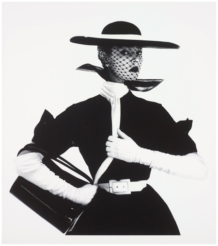 Jean Patchett Black and White Fashion with handbag 1950 Photo Irving Penn