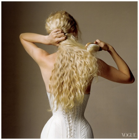 Kristy Hume, Vogue, April 2008 Photo Irving Penn