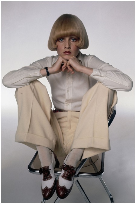 Twiggy wears a pair of shoes made for her by legendary British shoemaker George Cleverley, early 1970 Photo Justin de Villeneuve Getty Archive