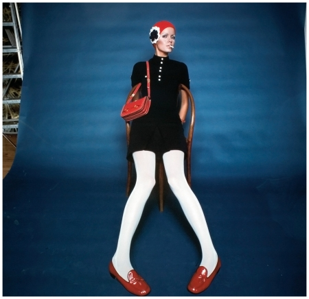 Beschka (Tolstrup) in Pop Art with red knitted hat for Falke Fashion. Hamburg 1969 Photo F.C.Gundlach copia