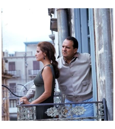 Claudia Cardinale e Damiano Damiani sul set di %22Il giorno della civetta%22 (Damiano Damiani, 1967)