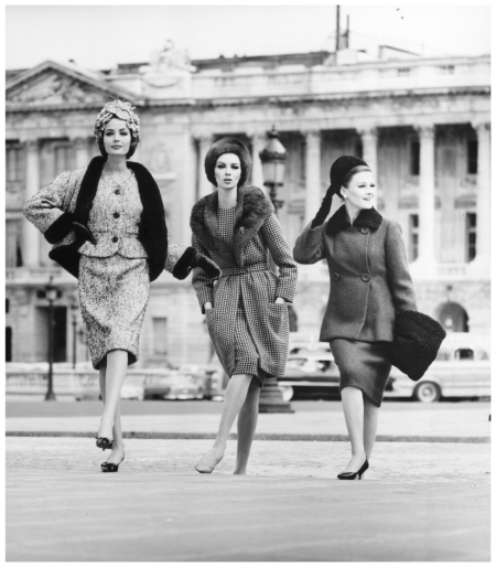Gitta, Wilhelmina and Ingeborg for %22quick%22. Paris, Place de la Concorde 1966 Photo FC Gundlach