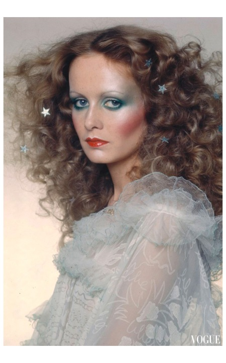 Twiggy Vogue December 1974 Photo Barry Lategan