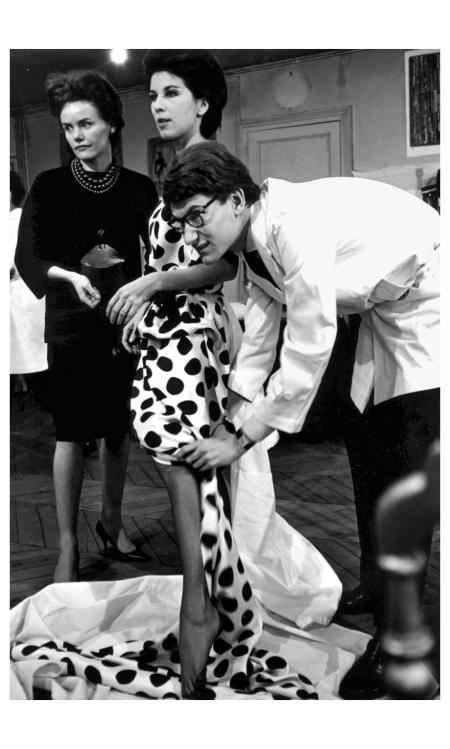 Victoire et Yves-Saint Laurent rue Spontini 1961 Photo Pierre Boulat b