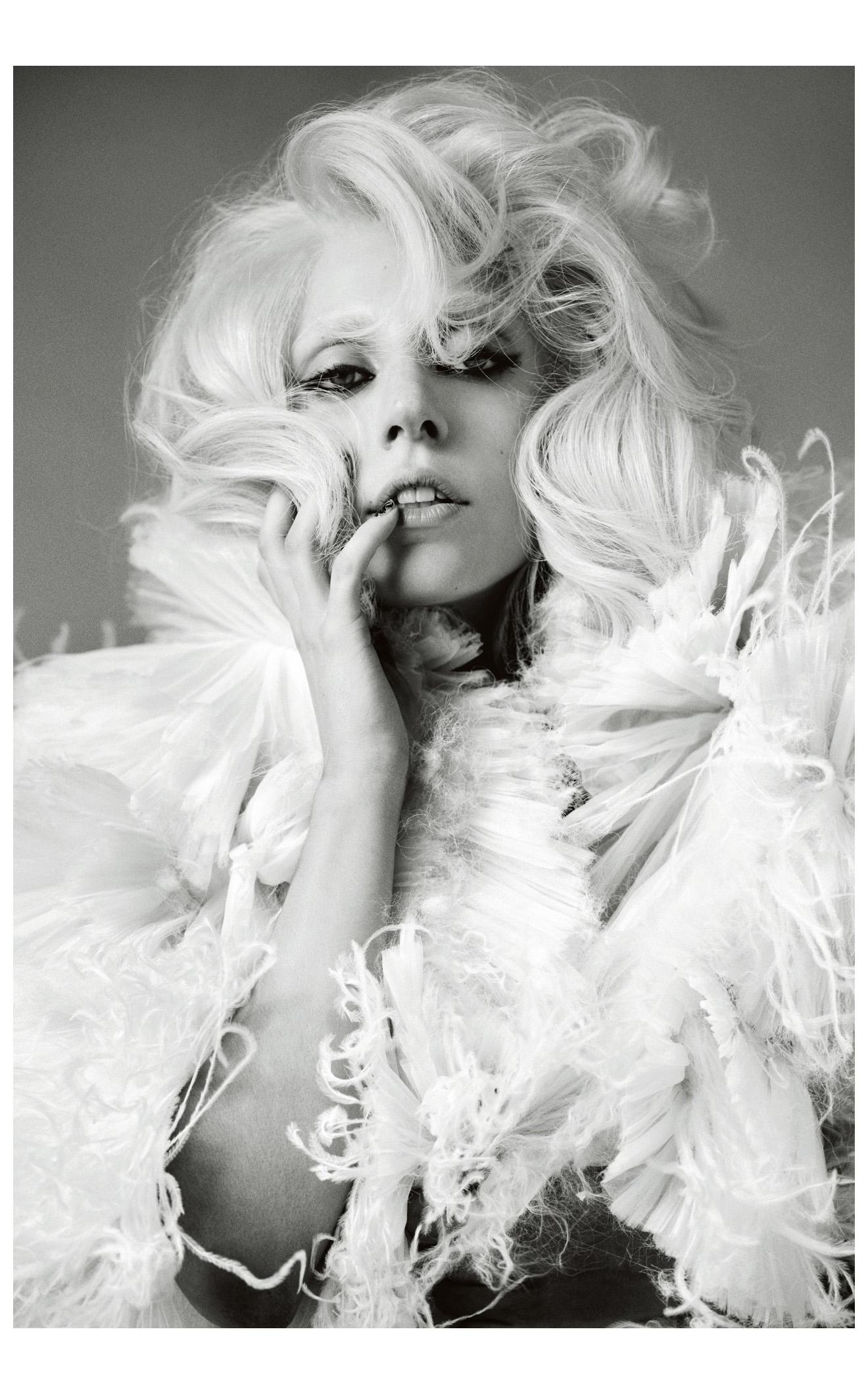 Lady Gaga - VMA 2009 Paparazzi HD - YouTube