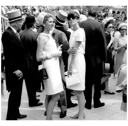 Marie-Hélène de Rothschild (left) Becoming the queen of sixties French society Everett