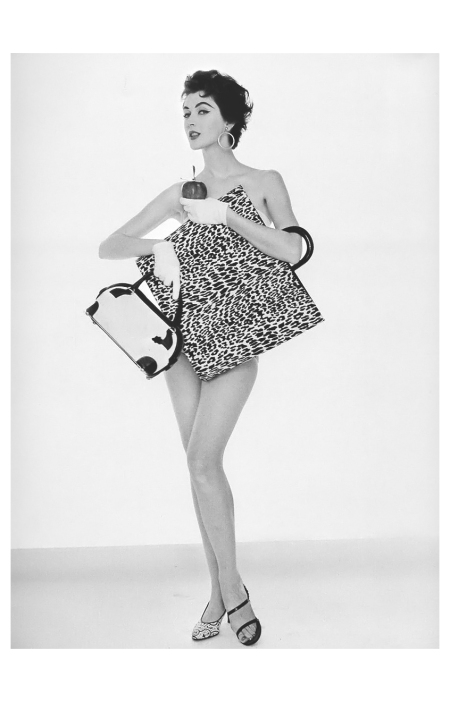 Dovima for Jenna bags and shoes,1953 Photo William Helburn