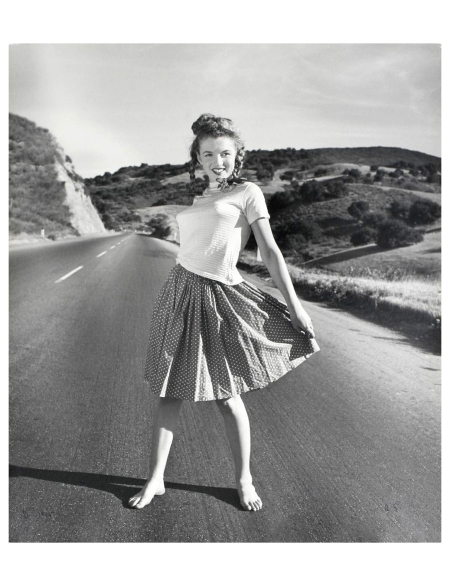 Norma Jeane Pacific Coast Highway Andre de Dienes_Oct-1945_01