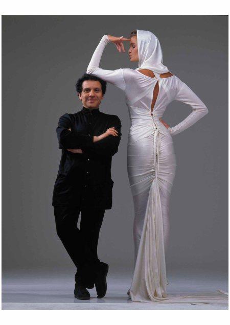 Azzedine Alaïa con Elle McPherson Gilles_Bensimon_1986