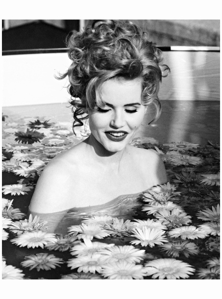 "Geena Davis ""We were filming her for Vanity Fair. This picture was never published, obviously. She went in the pool, and I took her picture. No, she's not naked."" 1992 ex Model Marina Schiano Photo Marina Schiano"