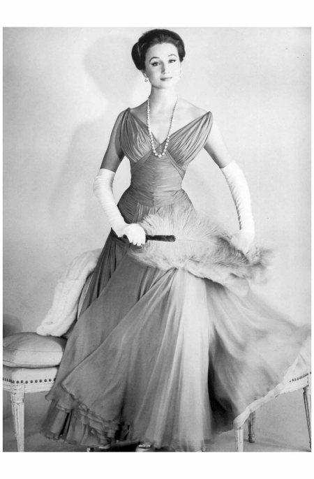 Jacqueline de Ribes wearing a Jean Dessès gown, 1956