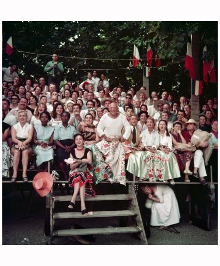 Jacqueline Roque et Picasso Jean Cocteau, Francine et Carole Weisweiller, Assise devant  Florette Course de taureaux, Vallauris 1955. Photo J. H. Lartigue