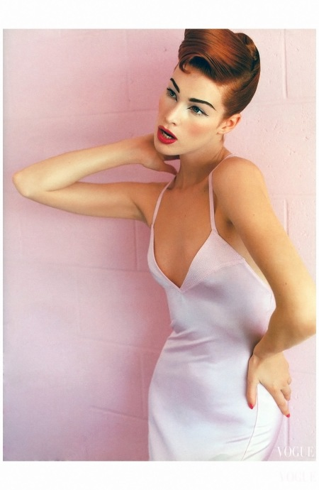 Meghan Douglas  Vogue 1995 Photo Mario Testino b
