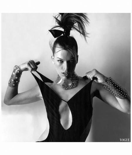 Milla Jovovich,Vogue June 2003 Photo Mario Testino c