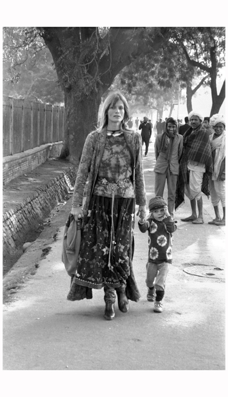 Model Willy van Rooy and her son Alejandro, 1972 in Dehli.
