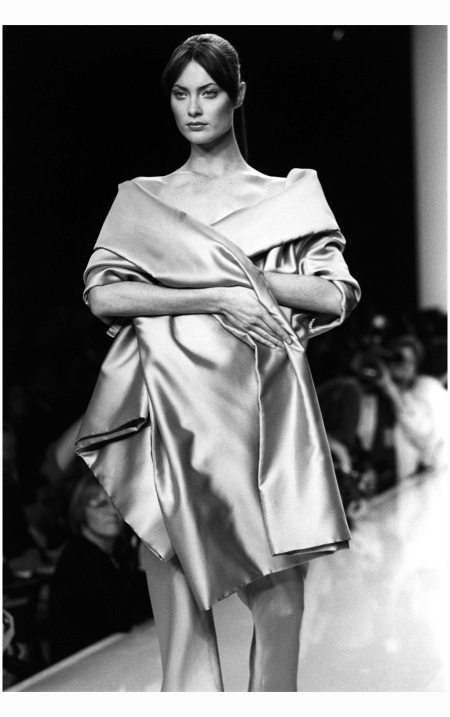 Shalom Harlow Modeling In The Spring 1996 Donna Karan Show corbis