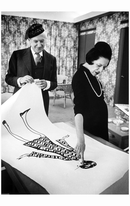 Diana Vreeland looks at a drawing with Cecil Beaton in 1965 Photo James Karales