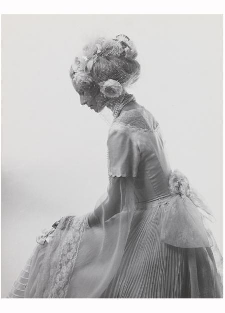 Diane de Montbrison au bal de proust a ferrieres 1972 Photo Cecil Beaton