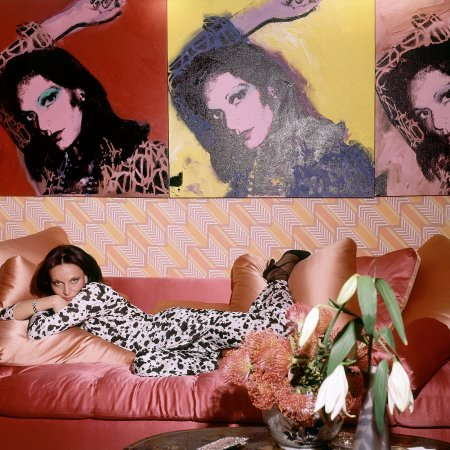 diane-von-furstenberg-with-portraits-by-andy-warhol-nyc-vogue-1976-horst-p-horst