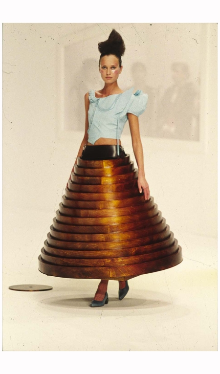 Hussein Chalayan's coffe table skirt F|W 2000 Photo Niall McInerney c