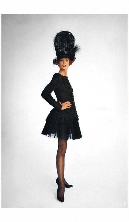 Linda Evangelista Vogue UK October 1991 %22Send in the gowns%22 Photo Patrick Demarchelier