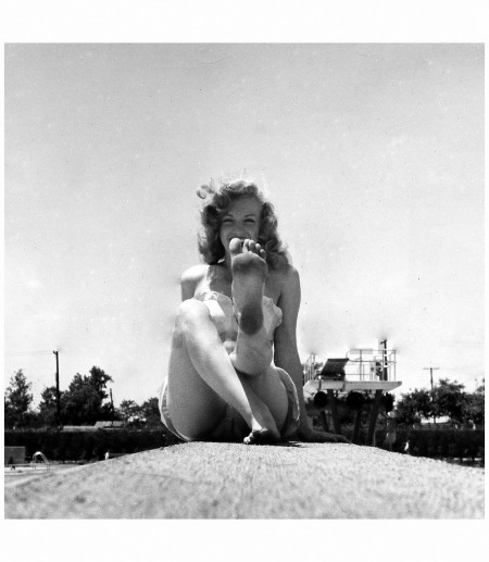Marilyn Monroe at Jones Beach Pool in Long Island photographed Photo Weegee, 1949
