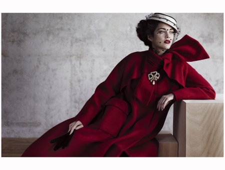Marion Cotillard - Arizona wool coat in cherry red. Haute couture Fall-Winter collection 1948-1949 2012 Photo Jean-Baptiste
