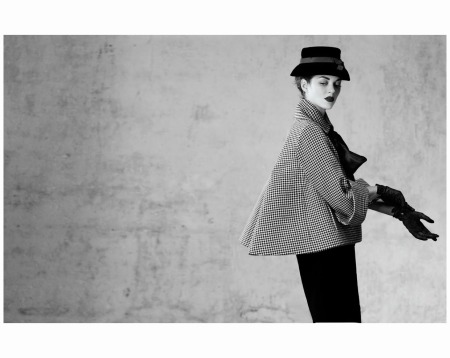 Marion Cotillard Aventure outfit, jacket with black and white houndstooth, pencil skirt in black wool. Haute Couture collection Spring-Summer 1948