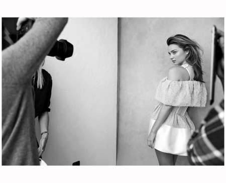 Miranda Kerr Vogue Au july 2014 Photo Nicole Bentley backstage 2