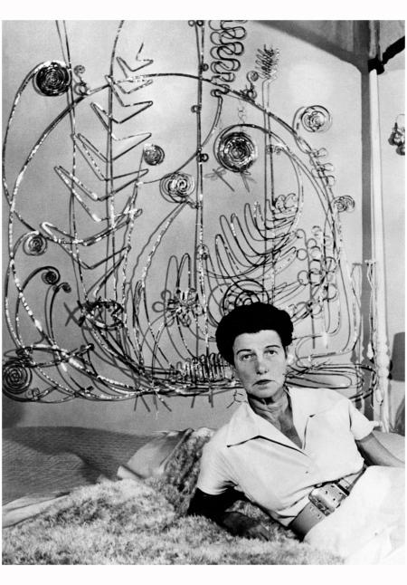 Peggy Guggenheim under a sculpture by Alexander Calder in 1961 - Getty Images c