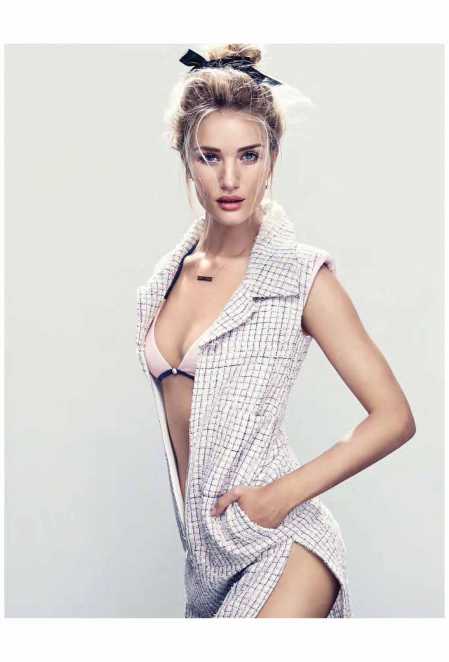 Rosie Huntington Whiteley vogue-germany-june-2014 Photo Camilla Akrans