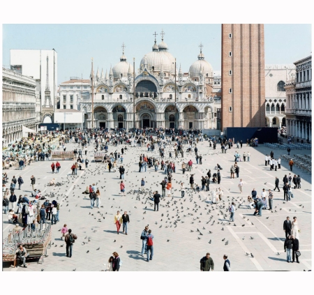 Venezia San Marco (from Landscape with Figures portfolio), 2006 Photo Massimo Vitali b