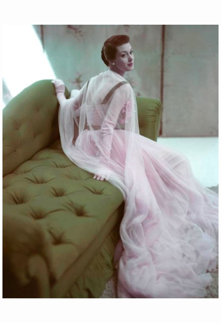 Model Barbara Mullen Is Wearing A Pink copia