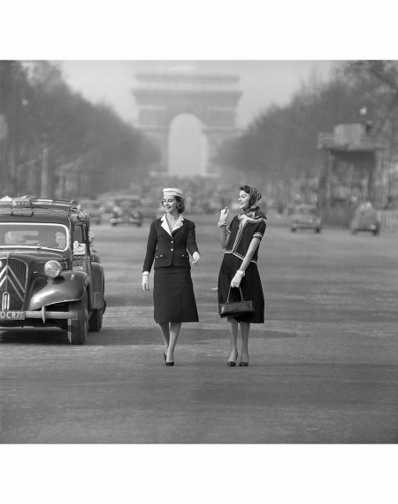 Models in suits by Chanel 1955 Photo Willy Rizzo