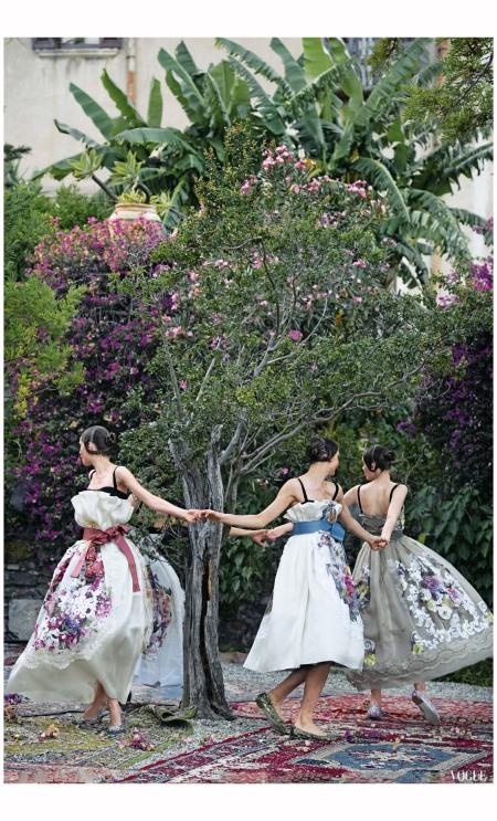 One Enchanted Eveninig - Aymeline Valade, Bette Franke, Elza Luijendijk, and Zuzanna Bijoch, Taormina, Sicily, 2012 Peter Lindbergh