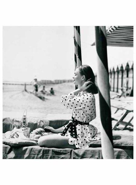 Polka Dots at the Beach Henry Clarke, 1956 o