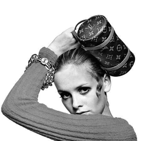 twiggy-holding-louis-vuitton-bag-1967-photo-bert-stern