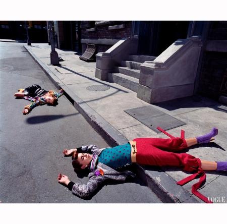Anouck Lepere and Raquel Zimmermann Talytha Pugliesi Anastasia Khozisova & Raica Oliveira %22Outer Limits%22 Serie 6 Los Angeles, 2000 Photo Steven Meisel 3
