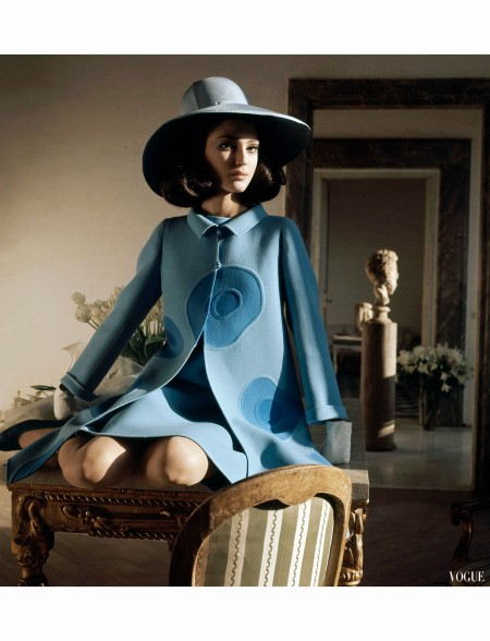 Benedetta Barzini %22Putting on a Paiting%22 Double-faced piece Vogue 1968 Photo Henry Clarke