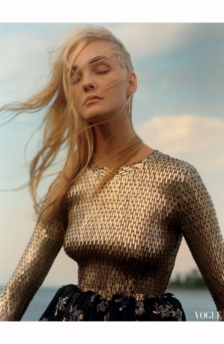 Caroline Trentini vogue-us-december 2015  © Jamie Hawkesworth