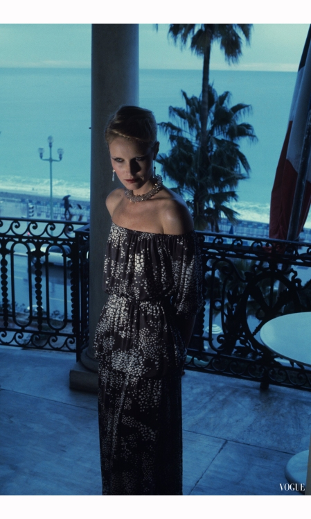 Patti Hansen Vogue, March 1, 1976 © Helmut Newton