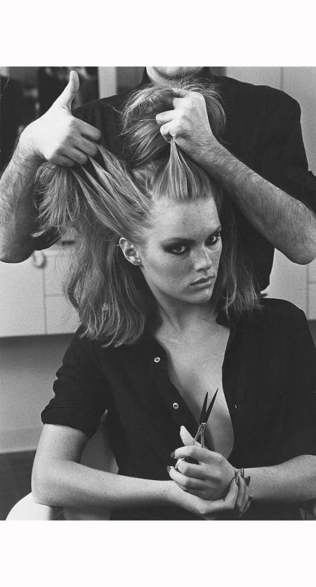 Patti Hansen, Xavier Coiffures, 1976 © Helmut Newton b