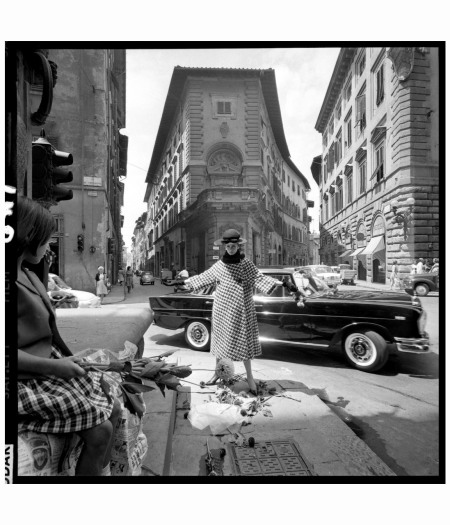 celia-hammond-in-fashion-series-done-in-florence-for-vogue-1964