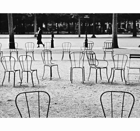 chairs-champs-elysc3a9es-parisc2a01927-photo-andrc3a8-kertsz