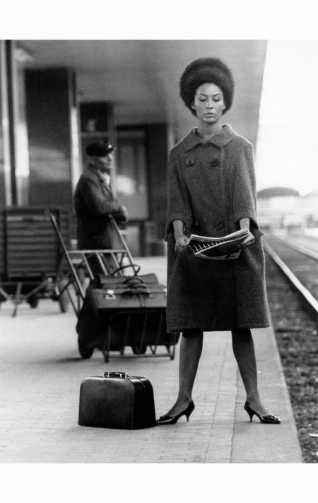 Franca Bettoja modelling at a station 1960's © Marisa Rastellini