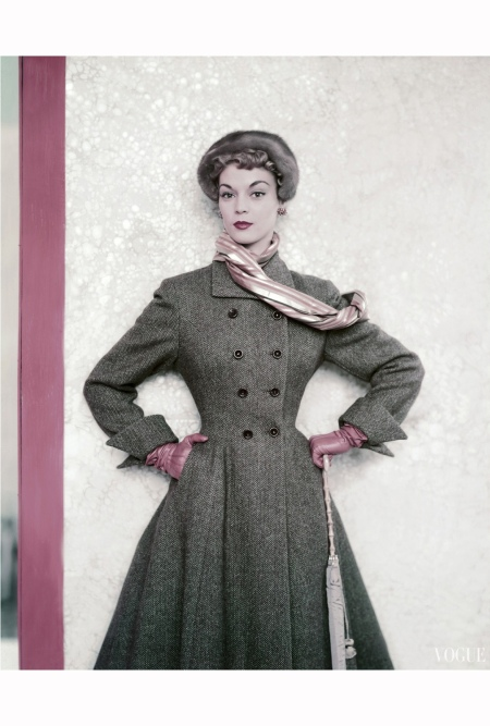 Model Jean Patchett wearing a tweed winter coat from the Paris Collections horst-p-horst-vogue-september-1951 copia 2