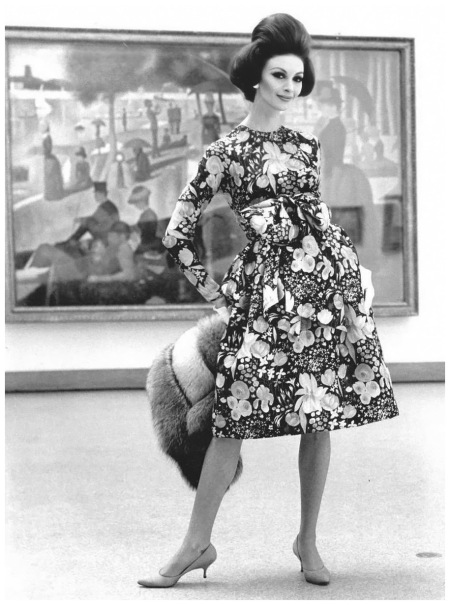 photo-chicago-art-institute-fashion-model-being-photographed-in-front-of-la-grande-jatte-photo-kennett-heilbron-whilielmina-cooper-1960